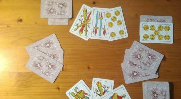 Segona jugada de la setmana. Marcador: 23-21 al vostre favor. Els rivals miren les cartes i truquen tot d'una, sense envidar ni mostrar cap carta. Què faríeu amb la jugada de la imatge?