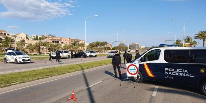 La Policia «extrema» els controls a carrers i carreteres