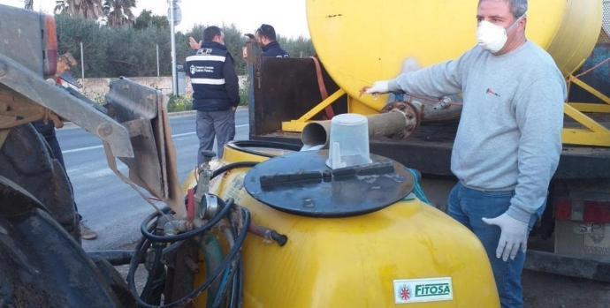 Dotze pagesos voluntaris fan tasques de desinfecció a Sant Jordi