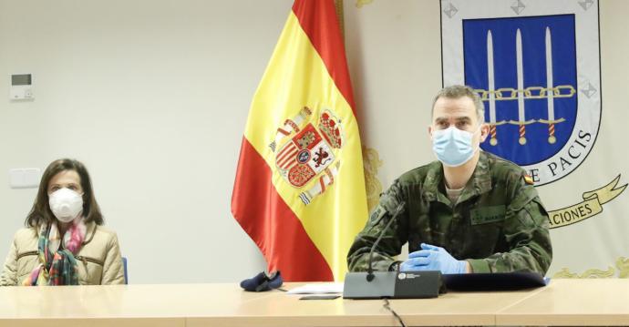[VÍDEO] Felipe VI es vesteix de camuflatge per «lloar l'esforç» de l'exèrcit espanyol