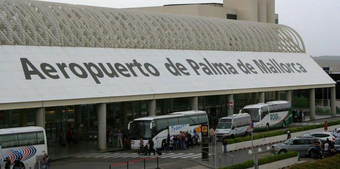 L'aeroport va rebre 102 passatgers i altres 90 varen sortir en deu vols aquest dimecres