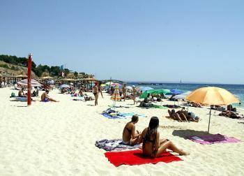 Calvià tanca els accessos d'algunes platges per evitar superar l'aforament permès