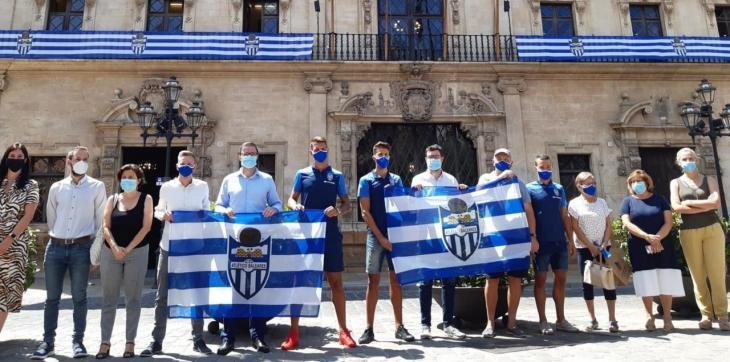 L'Ajuntament de Palma es tenyeix de blanc i blau