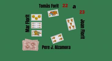 La parella mixta guanya 23-22. Veient les cartes de na Mar Florit i sabent que en Joan Florit duu un rei (i res més), què faríeu?
