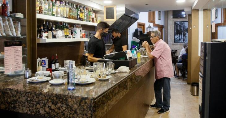 El Govern ajorna el registre de clients en bars i restaurants per a fer-lo a mitjançant codi QR