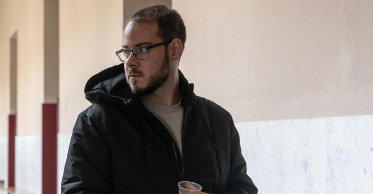 El raper Pablo Hasél, citat a declarar per una querella de Vox per cremar una bandera espanyola a Felanitx