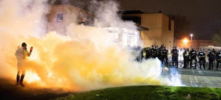Un policia mata un ciutadà negre a Minneapolis i el moviment 'Black Lives Matter' revifa