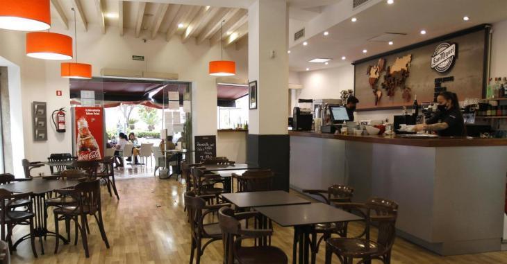 Mallorca manté el tancament d'interiors de bars i restaurants dues setmanes més
