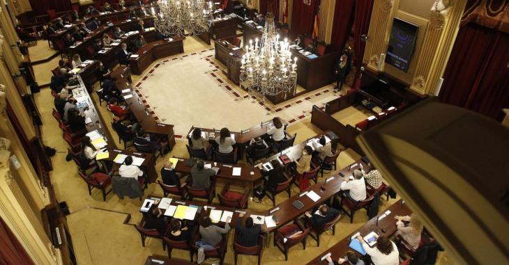 El Parlament insta el Govern a posar en marxa un protocol sanitari per a rebre turisme de creuers