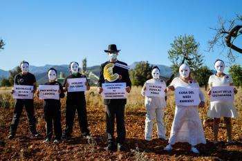 Activistes de l'Ateneu de Lloseta es manifesten contra la fàbrica de Cemex en el 'Dia d'acció global pel clima'