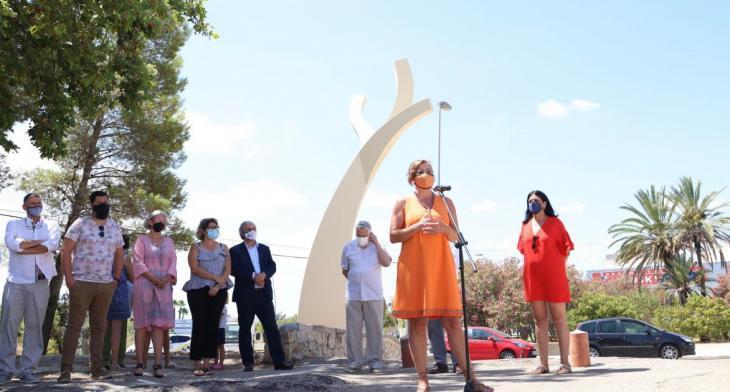 Joan Lacomba instal·la 'Sap que la soca més s'enfila com més endins pot arrelar' per celebrar els 50 anys de l'IES Berenguer d'Anoia