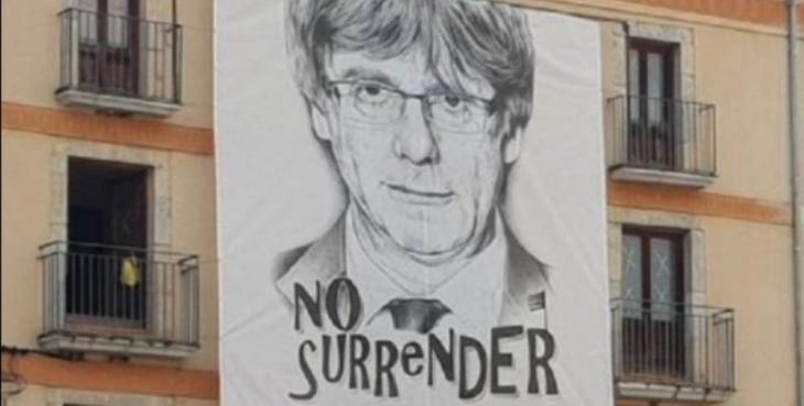 [VÍDEO] #FreePuigdemont: la xarxa bull i es prepara per traslladar la mobilització al carrer