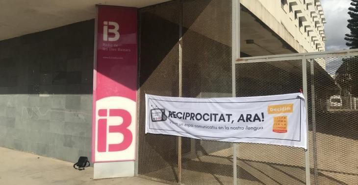 La campanya per la reciprocitat dels mitjans en català s'estén a Mallorca