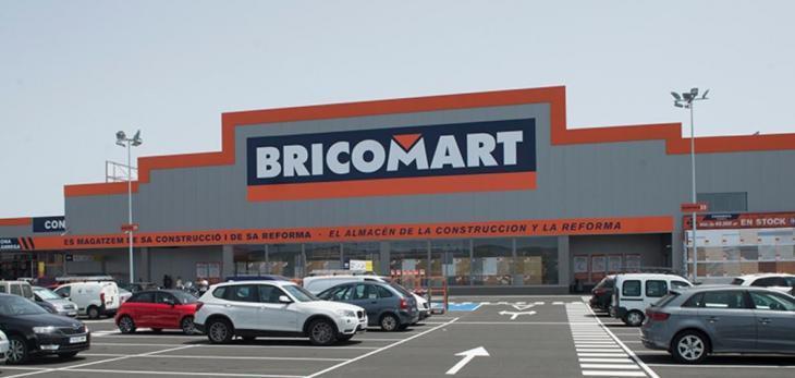Treballadors de Bricomart discriminen una clienta per parlar en català: «La caixera es va posar feta una fera i me va dir que no volia sentir parlar en mallorquí»