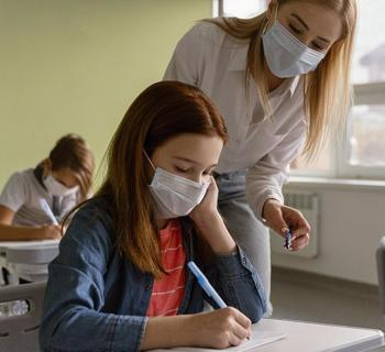 La pandèmia continua a la baixa als centres educatius: 65 estudiants amb PCR positiva