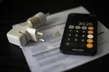 El preu de la llum puja un 3,8% aquest dissabte i supera els 210 euros/MWh