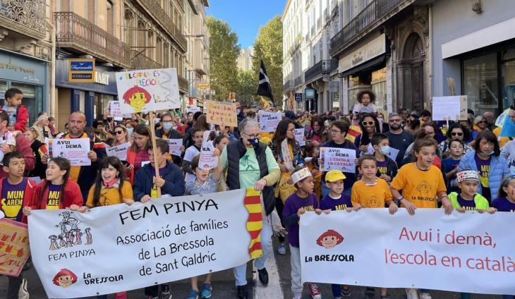 Manifestació a Perpinyà a favor d'un col·legi-liceu que vol fer La Bressola i que l'Ajuntament bloqueja