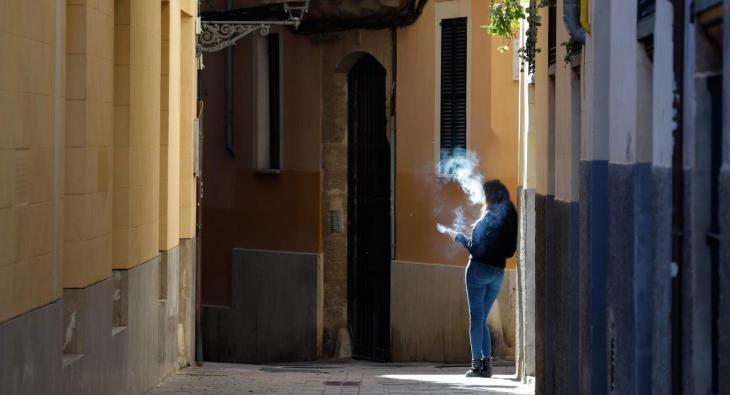 Una cinquena part de la població de les Balears fuma diàriament