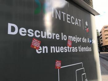 Aferren adhesius en defensa del català a la botiga d'Apple d'Eivissa on es va produir una discriminació lingüística